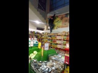 В Екатеринбурге в супермаркете женщина разгромила супермаркет