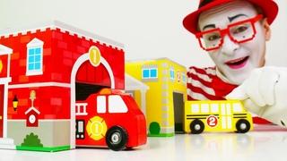 Детские наборы с игрушками. Веселый Клоун Гоша нашел гаражи. Видео про машинки Mega Blocks