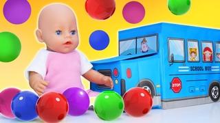 ¡Juego para aprender colores en la piscina de bolas! Videos educativos infantiles en español
