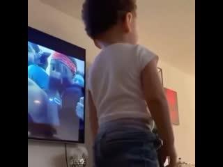 Сын XXXTentacion смотрит концерт отца [Новая Школа]