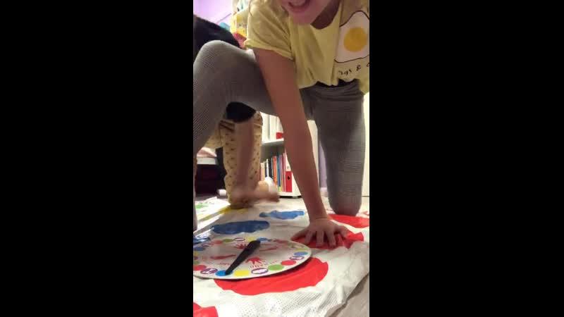 Девчонки и твистер live запись трансляции школьницы юные стройные милые шортики girls schoolgirls young teen cute slim shorts