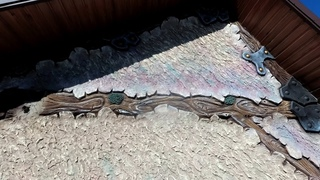 Декоративная  штукатурка  дачного  домика ,  с  элементами  старого  дерева.  из  цемента.
