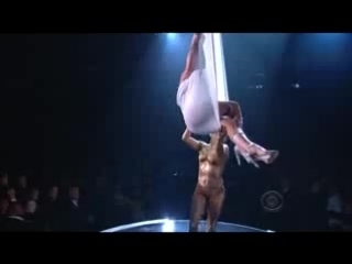 Pink - Glitter In The Air - Grammy 2010 Perfomance