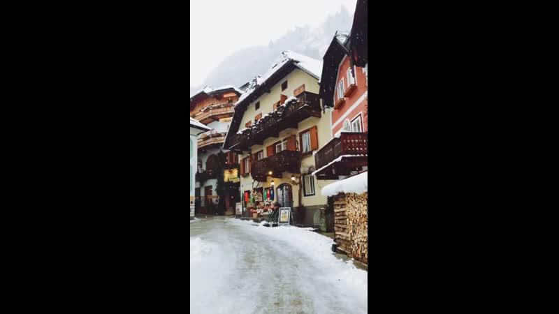 Волшебный снежный день в сказочном городе Гальштат Австрия