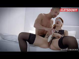 Blindfolded ginger honey charlie red was wearing black stockings and high heels while having sex