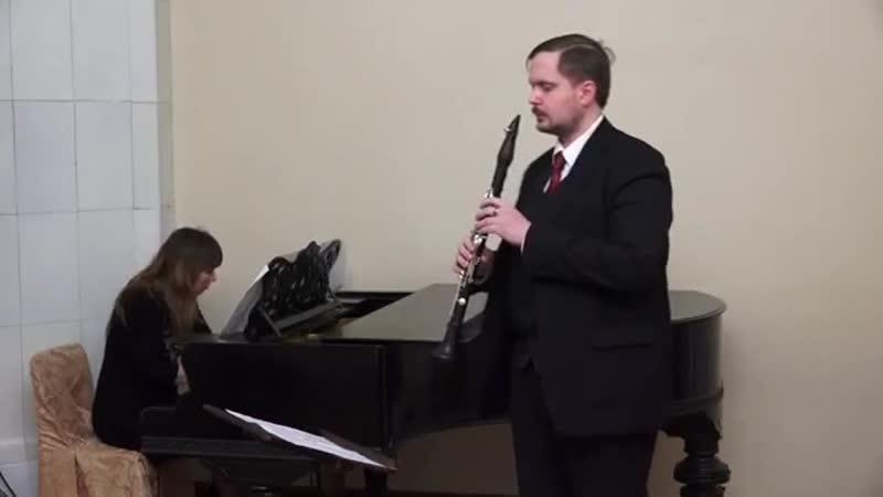 Еврейская для кларнета и фно Солист лауреат самых разных конкурсов Петрищев Родион, за роялем-автор.