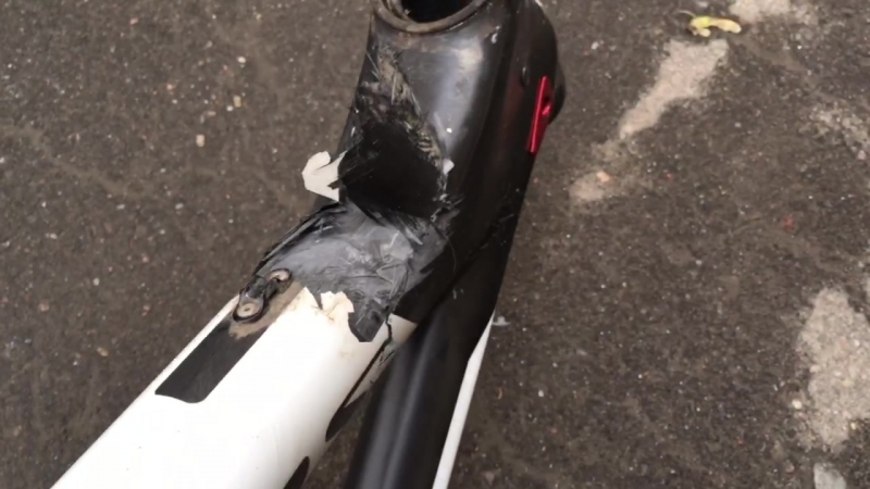 Сломанная карбоновая рама Scapin