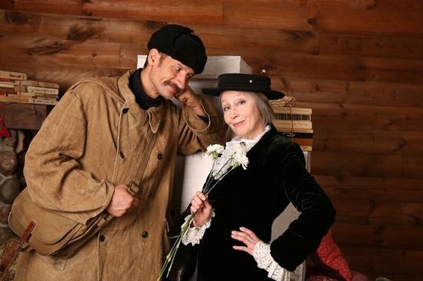 Фотосет: свидание Почтальона Печкина и Старухи Шапокляк.