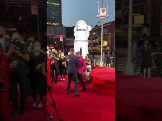 Конор Макгрегор подрался с рэпером MGK на церемонии вручения премии MTV Video Music Awards