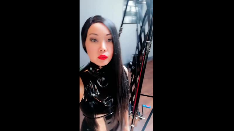 Sub walking around dungeon MISTRESS EVA AVN Stars
