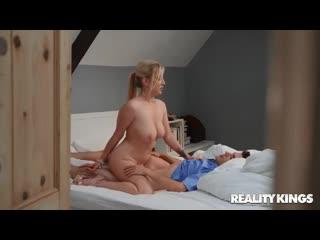 Georgie Lyall - трахнул сочнейшую мамку [порно, ебля, инцест, секс, porn, Milf, home, шлюха, домашнее, минет, трах]