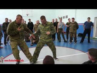 Как защититься от прямого удара ногой в живот