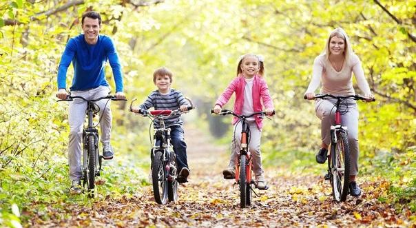 Семейный спорт Мы очень редко общаемся со своими детьми. Наш плотный рабочий график и школьные занятия детей не оставляют времени на полноценное общение. Занятия спортом помогают уменьшить
