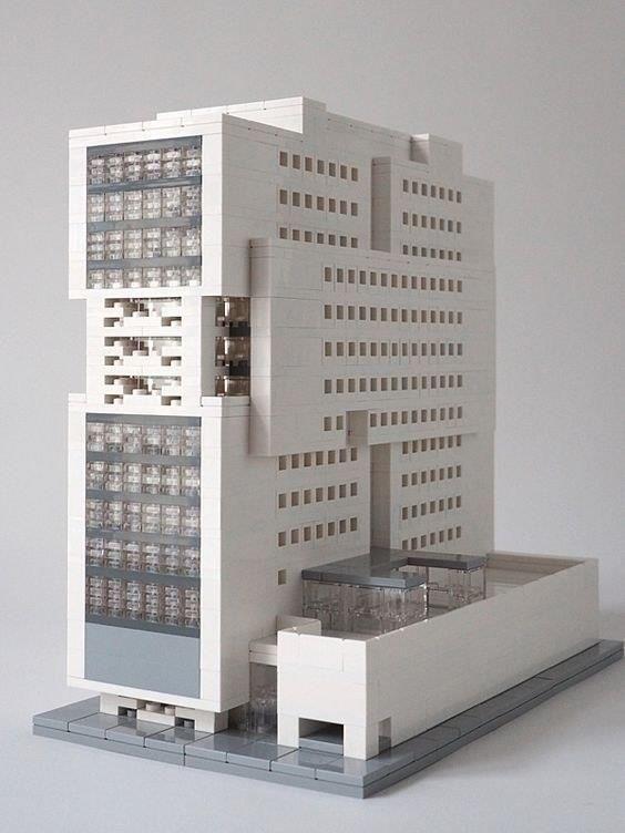 Архитектурные макеты зданий собранные из кубиков Лего