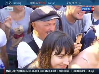 Аномальная жара вынудила Жириновского искупаться в фонтане на Манежной