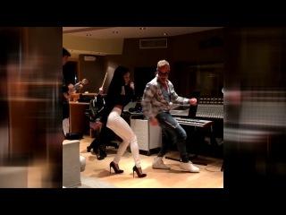 Gianluca Vacchi танцует в студии под реггетон