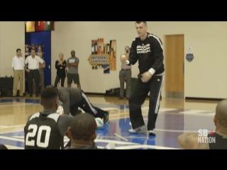 Владельц Brooklyn Nets российский миллиардер Михаил Прохоров проводит в своей команде НБА причудливую тренировку