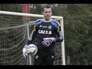 Paulo Victor cobrando faltas! Treino 01/09/2015