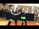 Маленькие дети ваще круто танцуют
