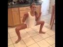 Все танцуют крабиком