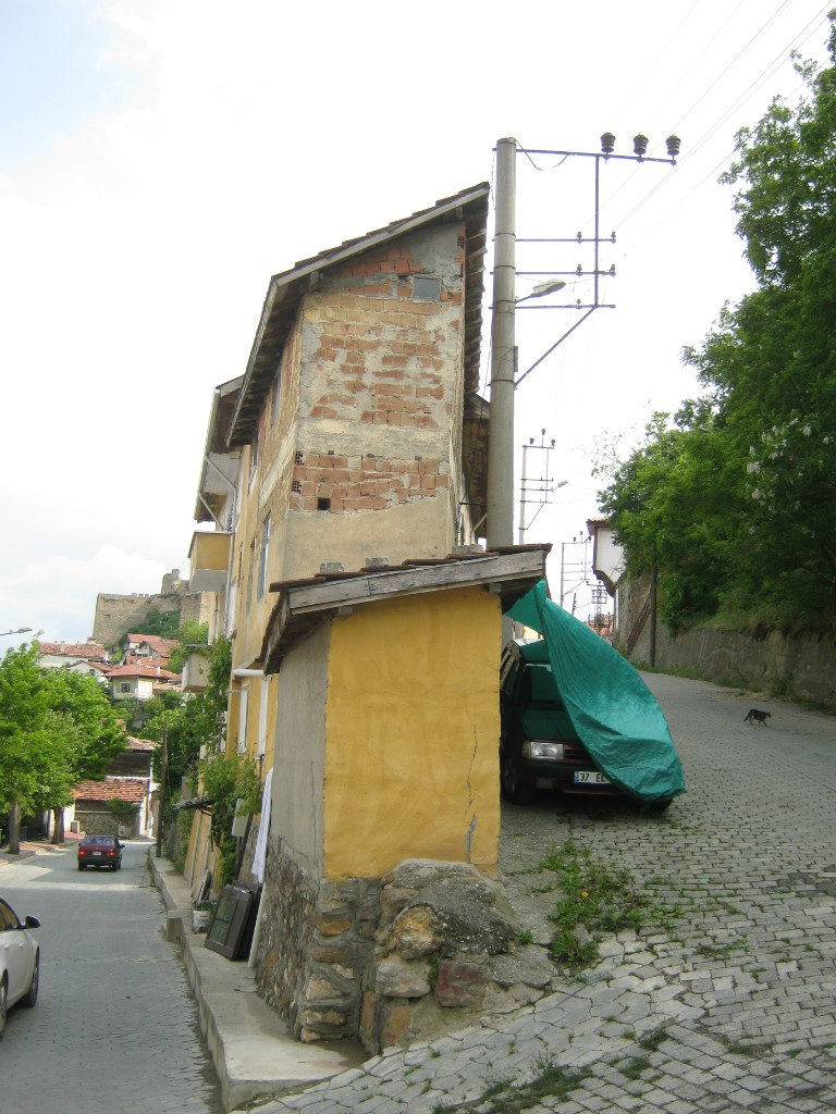 Очень узкие дома в городе Кастамону