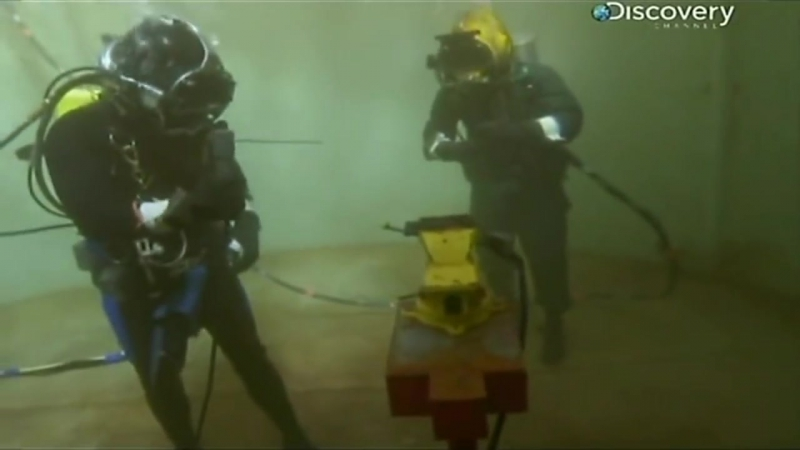 Труднейшие работы мира Сварщик работающий под водой