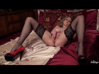 Sapphire blue in stockings fingers minge in bed  (stockings, milf, bride, music, tail, stockinged ,gloves)