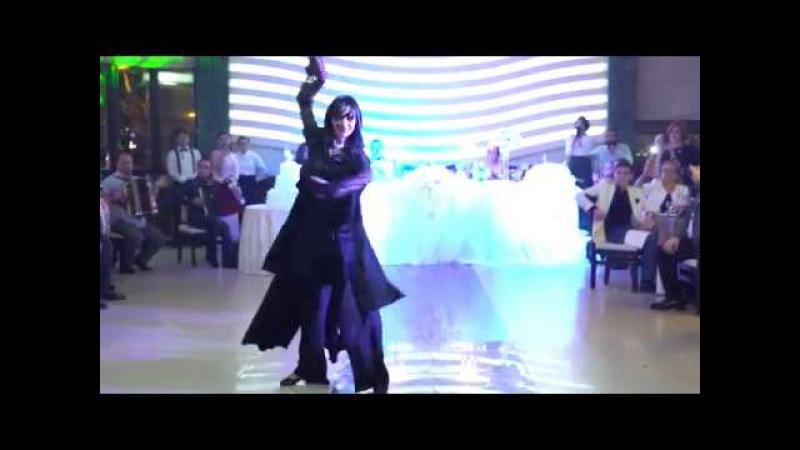Диана Блиадзе - танец на свадьбе