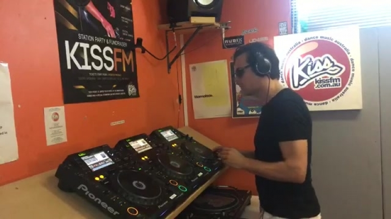 Live mix with Kiss fm Melbourne. Warming up for tonight's live show here at Rubix club)
