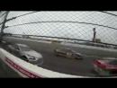 Гонки Nascar и Формула1, машины с ревом проносятся мимо трибун