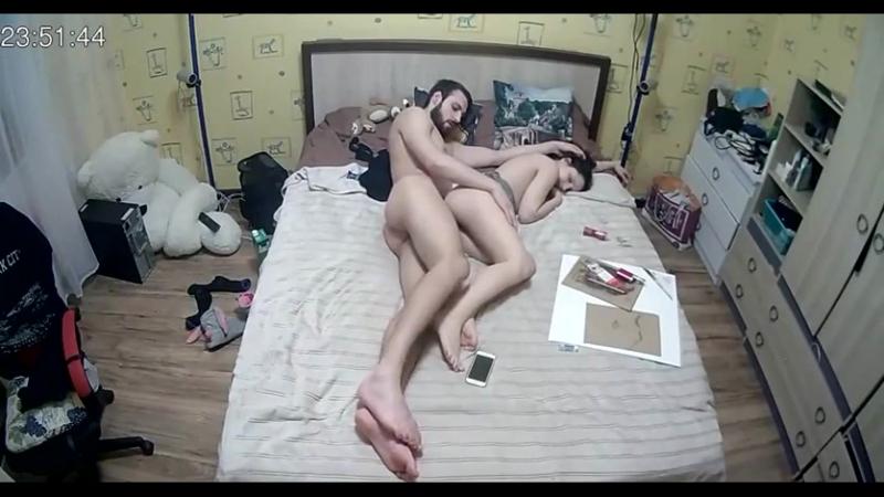 Что делают девушки дома когда остаются одна скрытая камера