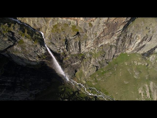 Полет с дрон над водопад Райското пръскало и хижа Рай