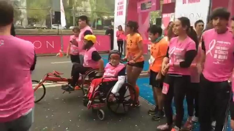 Natalia Oreiro Caminata Avon Falp Chile 30 9 2017