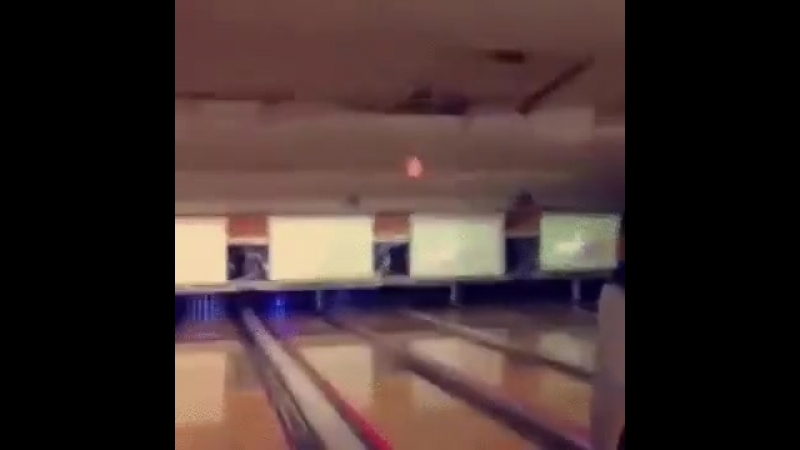 Видео пришел в первый раз поиграть в боулинг Came for the first time to play bowling Ghbitk d gthdsq hfp gjbuhfnm d jekbyu