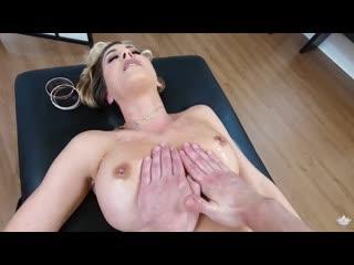 Возбуждённая зрелая баба не выдержала и трахнула массажиста, oil milf sex tit mom massage porn (Инцест со зрелыми мамочками 18+)