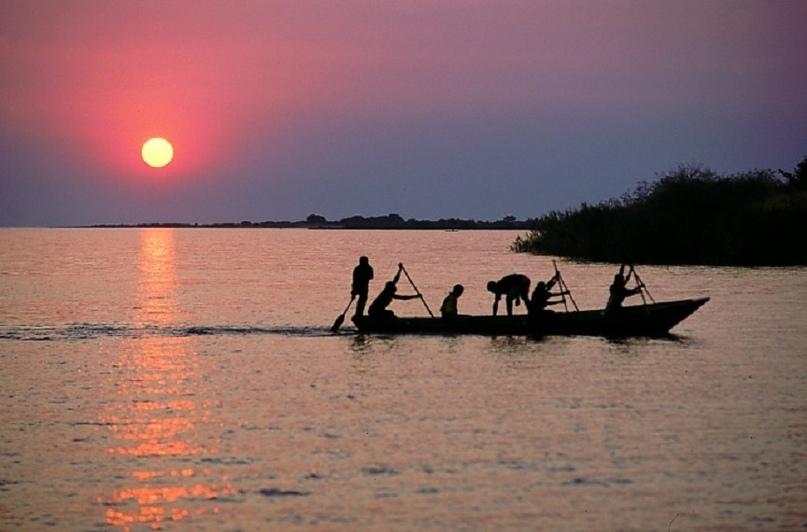 Самое большое в мире пресноводное озеро Танганьика находится в Танзании. А самый прекрасный в мире остров — посреди этого уникального водоема, окруженного горами. Нельзя найти на земле лучшего места, чтобы встречать восходы и провожать закаты, сидя на террасе со встроенным бассейном одной из 13 вилл, которые сдаются в аренду.