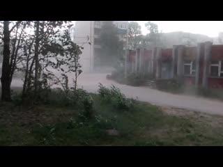 Ржев: Пыльная буря перед надвигающейся грозой ()