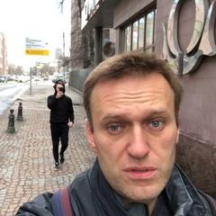 """Алексей Навальный on Instagram: """"За моей спиной, в виде двух дегенератов тащатся ваши налоги.  Евгений Пригожин (тот, который """"повар Путина"""" и его ..."""