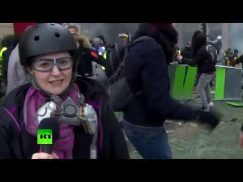 Водомёт, камни и разбитые стёкла: журналист RT попала в гущу событий на протестах «жёлтых жилетов»