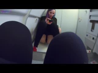 Sia siberia дрочит в туалете самолета пока ее не спалили [solo, amateur, homemade, young, anal]