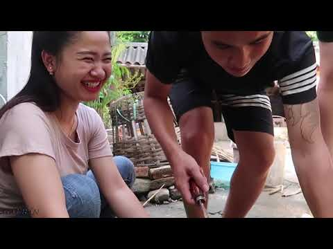 Thai girls make men chuckle