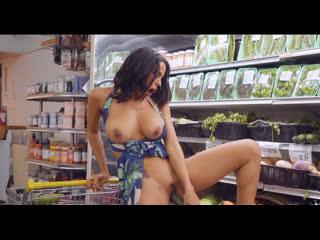 MilfHunter Luna Star Grocery Store MILF XXX 1080p (MILF, public, hunter, big boobs)