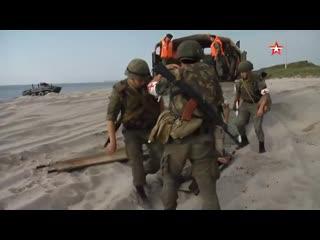 Медики #ВМФ РФ спасают раненых морпехов на Балтике: кадры маневров