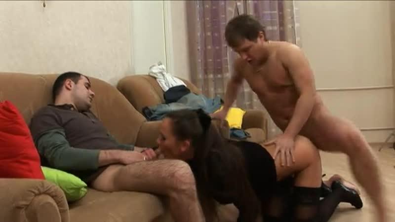 Порно Парень Вызвал Шлюху А Приехала Сестра