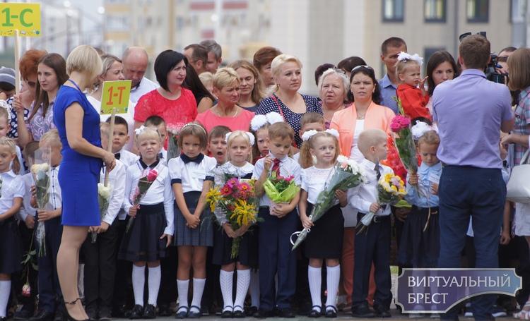В Бресте открылась просто огромная средняя школа №11. Чего там только нет