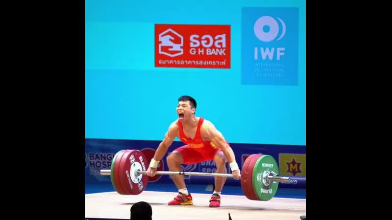 Shen Lijun, 67kg first snatch attemp 145kg.