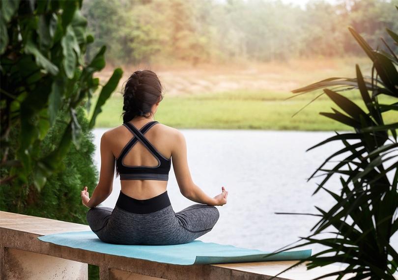 Медитация является одним из аспектов йоги.