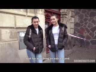 РАЗВЁЛ ДВУХ БЛИЗНЯШЕК НА СЕКС)  [CzechStreets] Naive Twins - porno, секс, минет