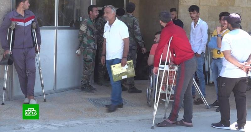 Как раненные боевиками сирийские военные восстанавливаются в госпитале Алеппо