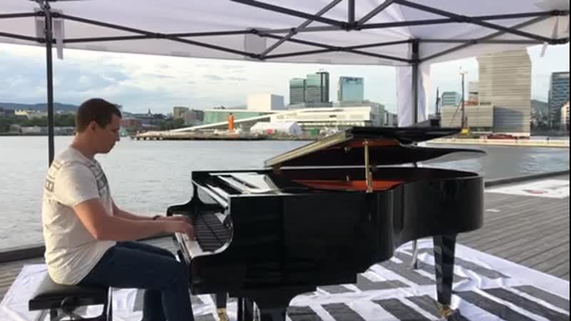 Рояль на на набережной Осло
